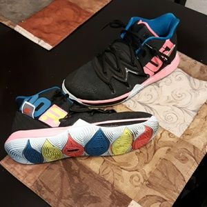 Kyrie Erving Woman's basketball shoe